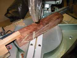 Miter sawing bed angle on center block